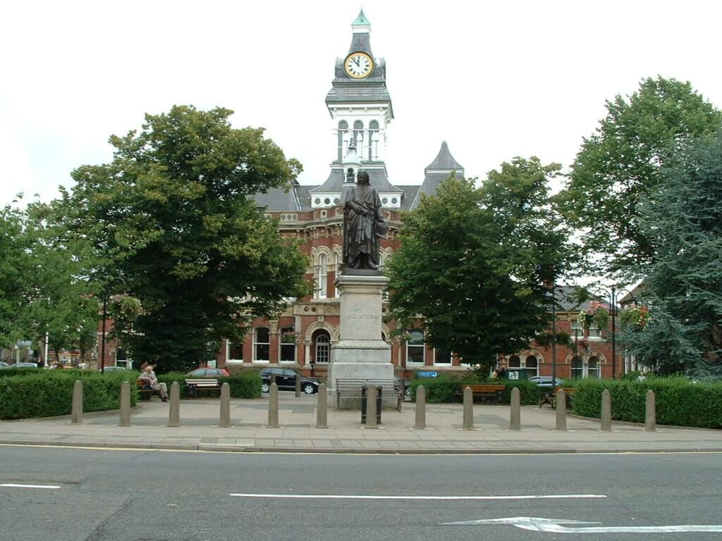 Statue and Guildhall from front