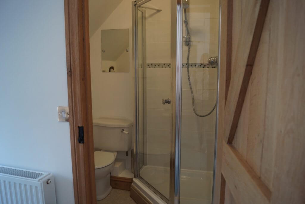 Bumble Bee Barn shower room