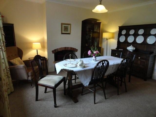 Fulbeck Gardens Cottage dining room