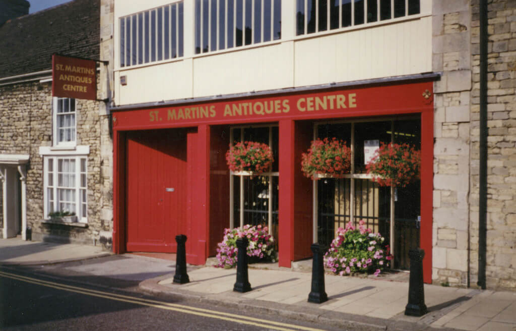 Stamford's finest antiques centre with extensive stalls, free parking, central location.