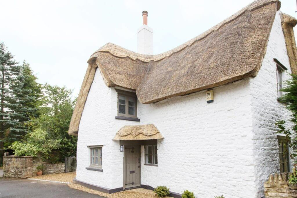 Bee Cottage 1.Thatched cottage outside